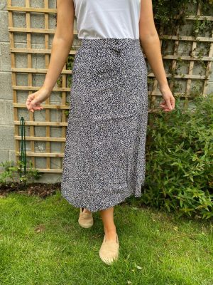 Freequent FqHuxie-Sk Navy Mix light summer skirt with half elastic waist and button front with small flower print